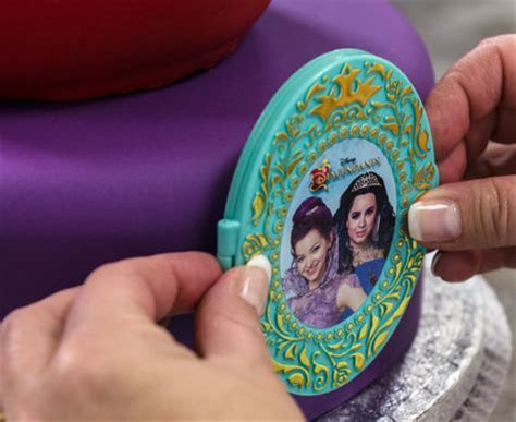 How To Make a Disney's Descendants Rotten to the Core Cake