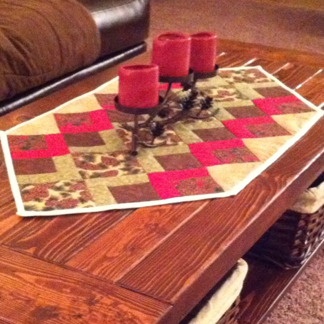 Pine cone coffee table runner | Tableside | Pinterest