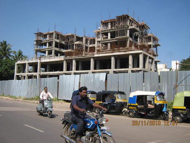 """Visit to Mont Vert Dieu """"C"""" - 2 BHK - 3 BHK Flats - next to Balaji Temple - on Pashan Sus Road - Pune 411 021 - Orange Life"""