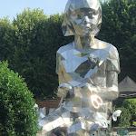 A Mons, une gigantesque fillette en métal qui ne passe pas inaperçue