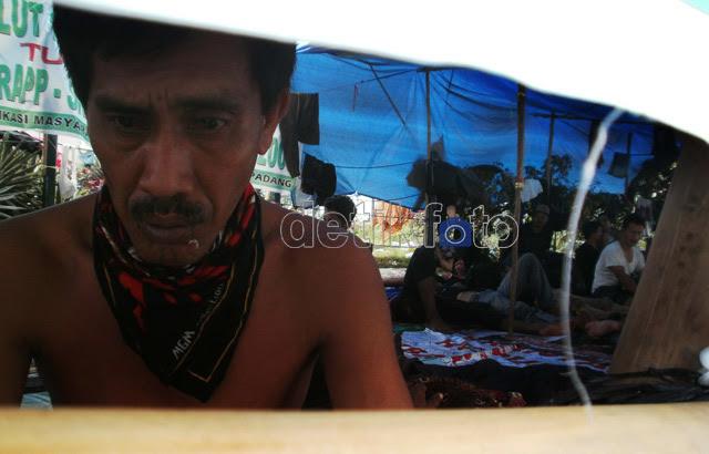 Jahit Mulut Warga Riau di DPR Berlanjut