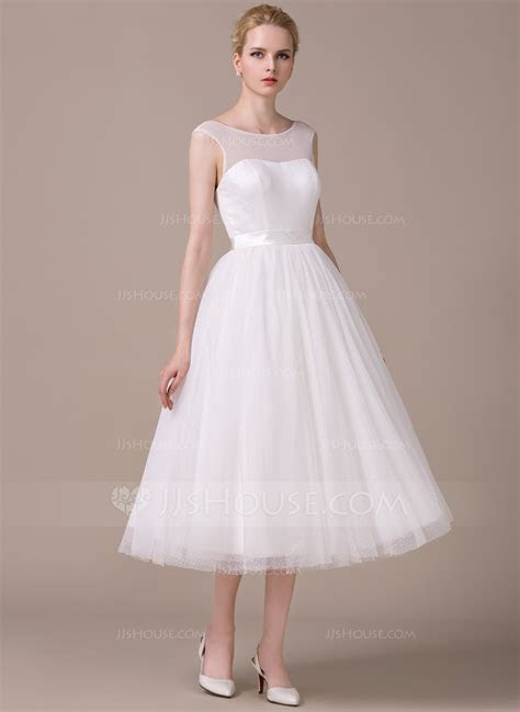 A Line/Princess Scoop Neck Tea Length Tulle Wedding Dress