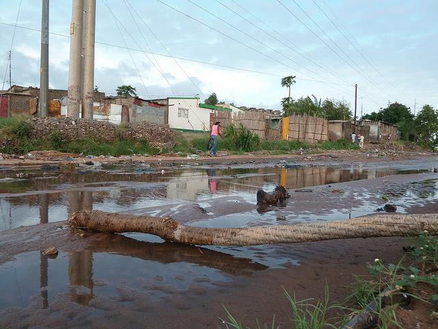 "Create ""sponge cities"" to tackle worsening floods"