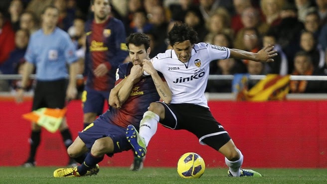 Cesc Fabregas against Velncia