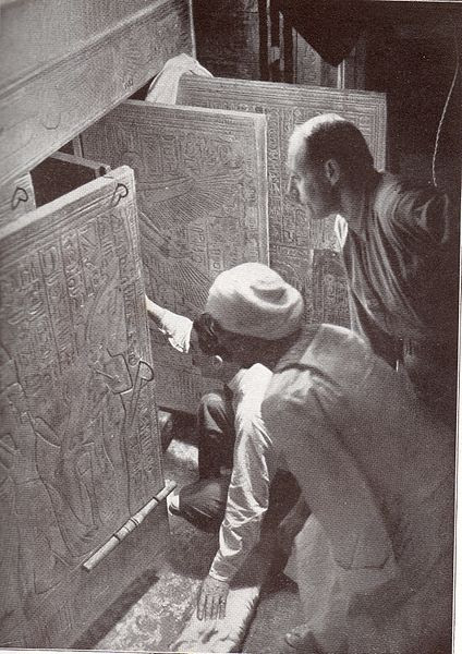 File:The Moment Carter Opens the Tomb.JPG