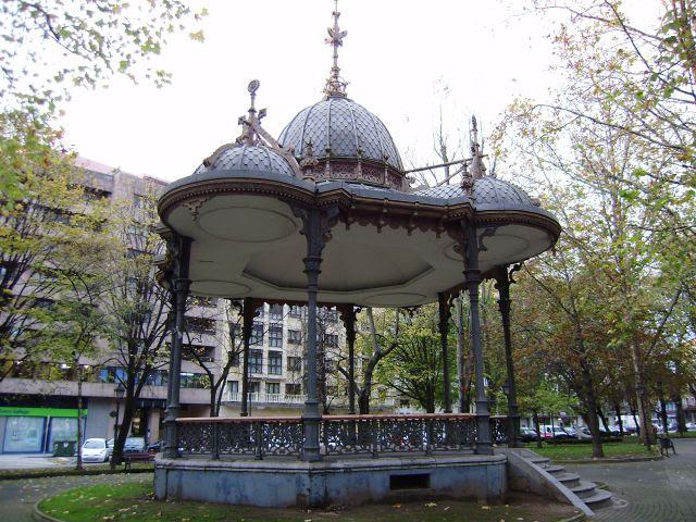 Kiosco de la música en el Parque del Muelle en Avilés