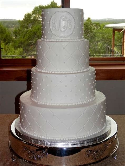 Quilted tiers and buttercream dot tiers #weddingcake #