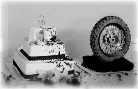 Moto wedding cake! Dirt bike theme!   Inspiring Ideas