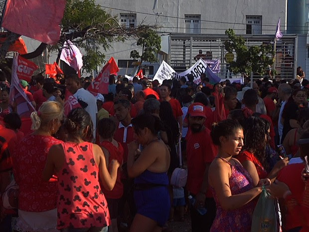 Milhares de manifestantes protestam contra o governo interino, Michel Temer (Foto: TV Verdes Mares/Reprodução)
