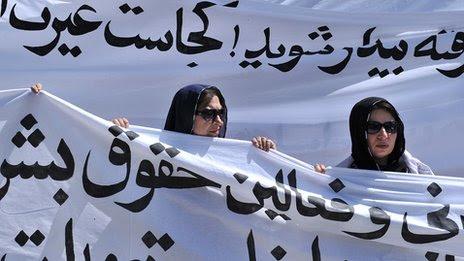 Protesto contra a execução pública de uma jovem mulher por alegado adultério - 2012