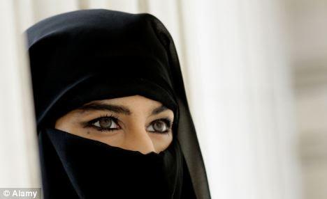 """""""Tentadora"""" olhos: as mulheres muçulmanas poderia ser forçado a encobrir seus olhos se um """"direito"""" do Estado saudita é aplicada"""