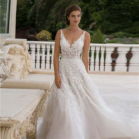 Glamorous Spaghetti Straps V neck Lace Wedding Dresses