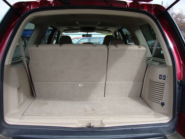 The Cargo Space Of The 2006 Ford Expedition Wagon Edba Flickr