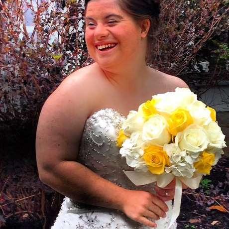 """""""Eu não sei quais foram as dificuldades para uma mulher com síndrome de Down casar com o amor de sua vida. Só sei que você superou todos eles"""", disse o pai à filha Jillian"""