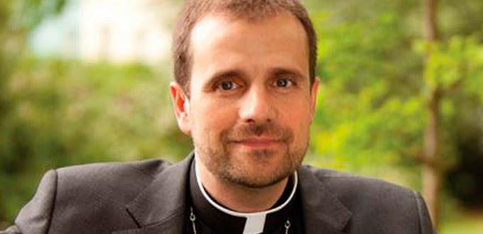 Mons. Novell asegura que se ha «hartado de ver lo que no toca en muchas iglesias»