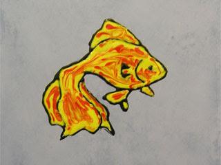 Витражная картинка на плитке в ванной. Золотая рыбка.