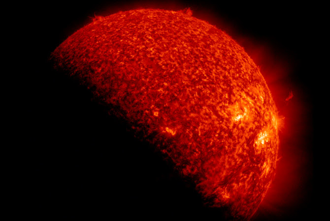 SDO é eclipsado pela Terra duas vezes por ano.  Esta imagem é de 6 de setembro de 2012.