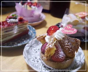 ケーキは全部苺のを買ってきました。かわいいかわいい。