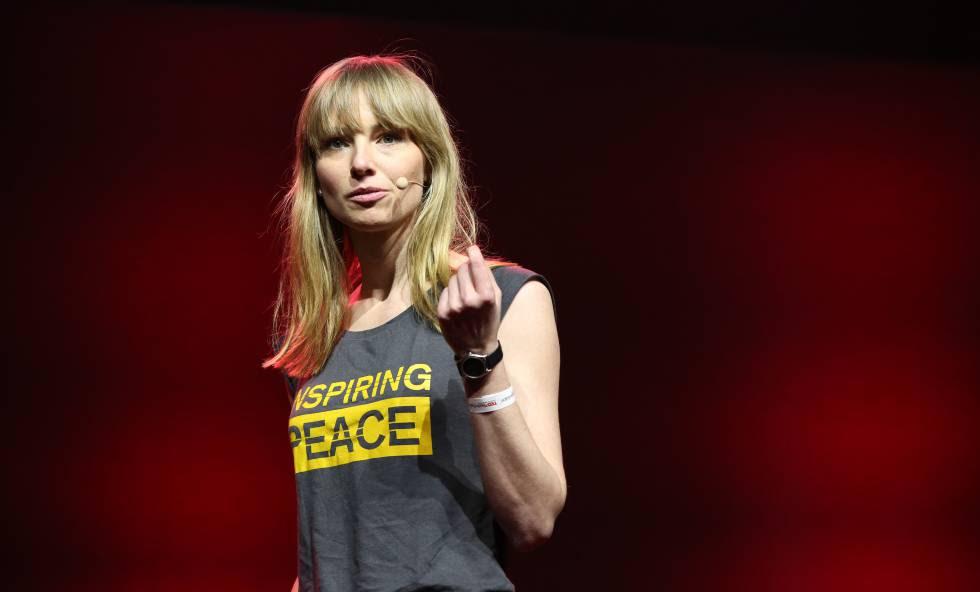 Anne Riecher, dando una charla TED en Berlín