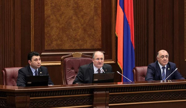 http://armenianow.com/sites/default/files/img/imagecache/600x400/parliament-elections-lists.jpg