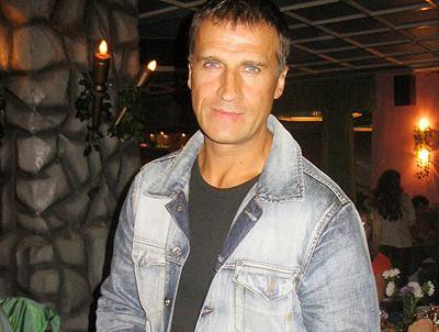 Популярность и народную любовь известному актеру принесла главная роль в телесериале Игоря Талпы «Оперативный псевдоним» (2003). Далее последовали роли в таких популярных кинокартинах, как «Сармат» (2004), «Парни из стали» (2004), «Водитель для Веры» (2004) и «Псевдоним «Албанец» (2006).
