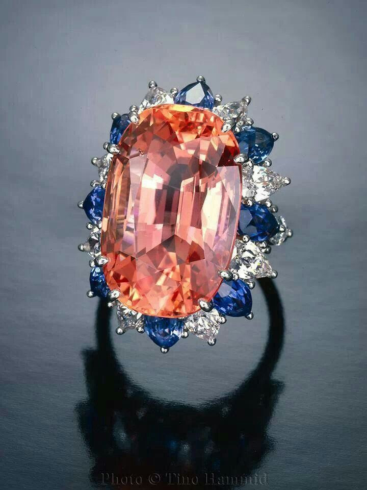 30-carat Padparadscha sapphire from Sri Lanka surrounded by blue sapphires and diamonds. Photo © Tino Hammid
