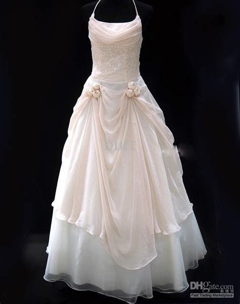 How much does wedding dress alterations cost   WEDDING IDEAS