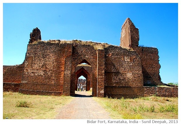essay on historical monuments of india