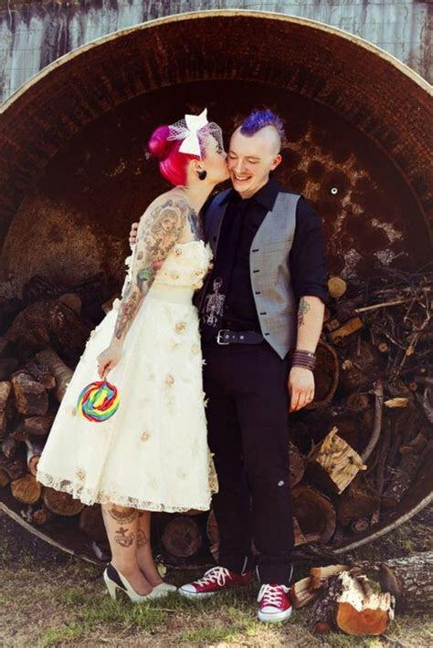 rock wedding ideas  badass couples weddingomania