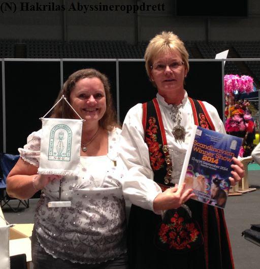 To blide og kjempefornøyde NRR-damer, Lisbeth og presidenten i NRR (Gøran) :)