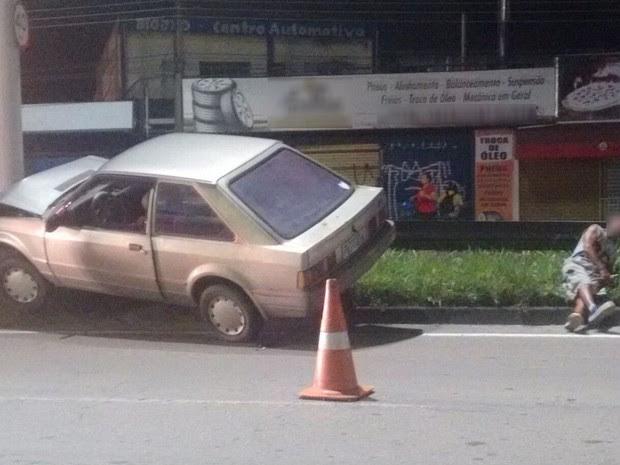 Motorista embriagado é detido após causar acidente na Rio-Santos em Caraguatatuba (Foto: Marcos Fernandes/Vanguarda Repórter)