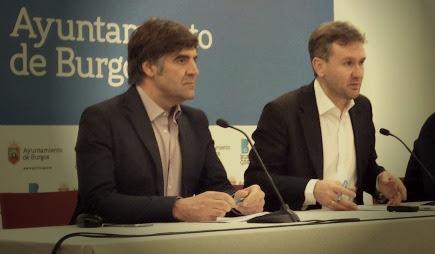El concejal Fernando Gómez junto al alcalde de Burgos, Javier Lacalle