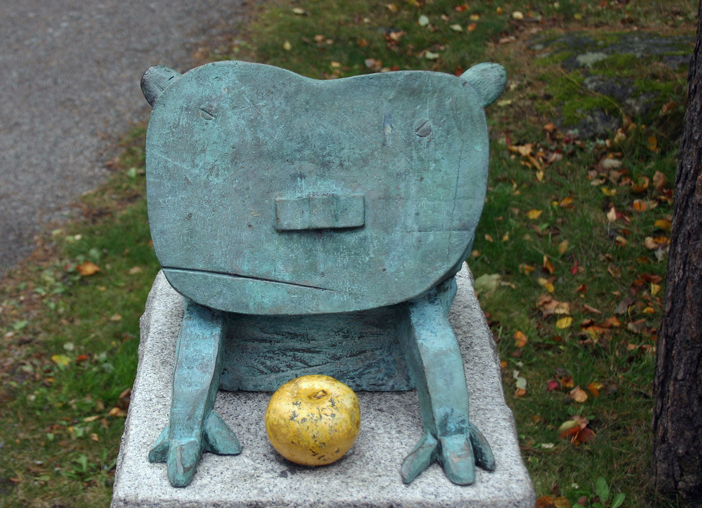 The cat with the golden apple