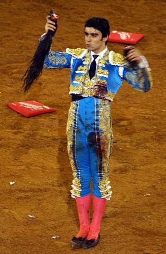 Miguel Ángel Perera corta rabo en México
