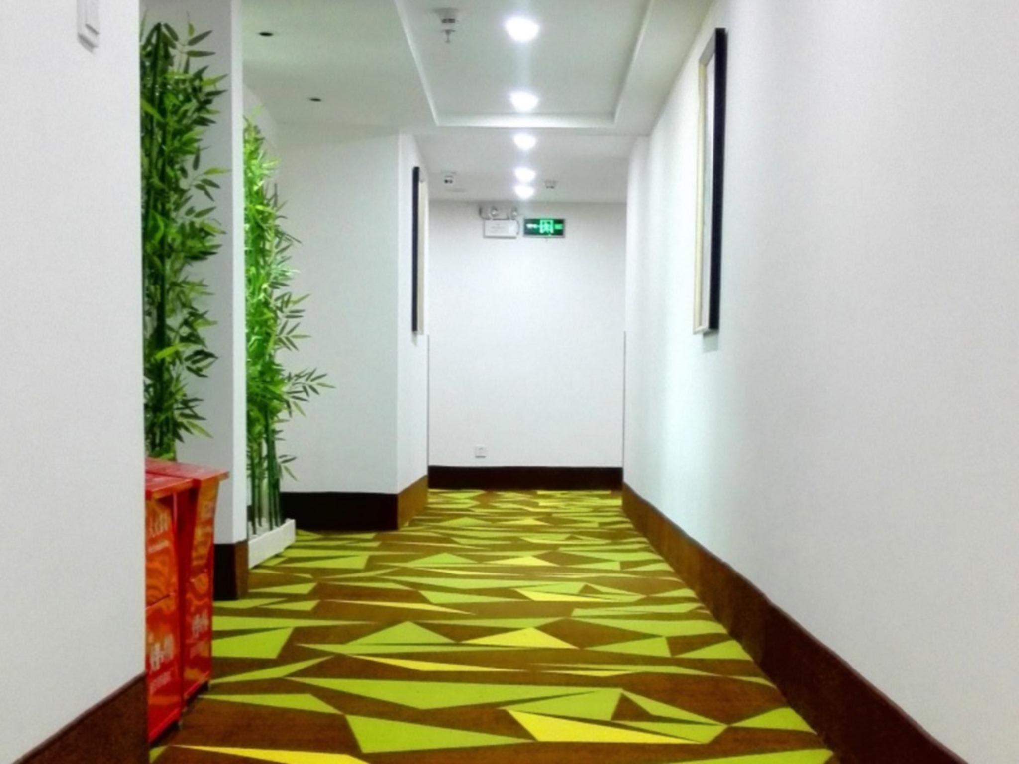 Price Vatica Shenzhen Longhua Qinghu Metro Station Hotel