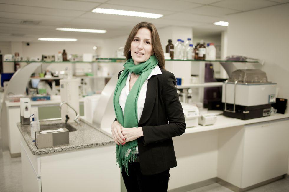 La genetista Maria Isabel Achatz en el laboratorio.