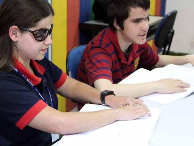 Resultado de imagem para Material escolar para estudantes com deficiência visual