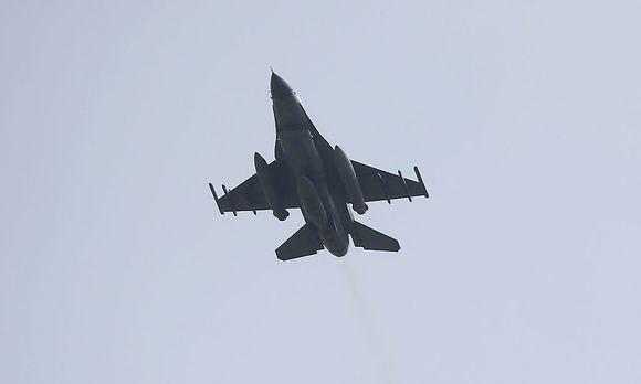 Ein türkischer F-16 Jet hat das Flugzeug an der Grenze abgeschossen.