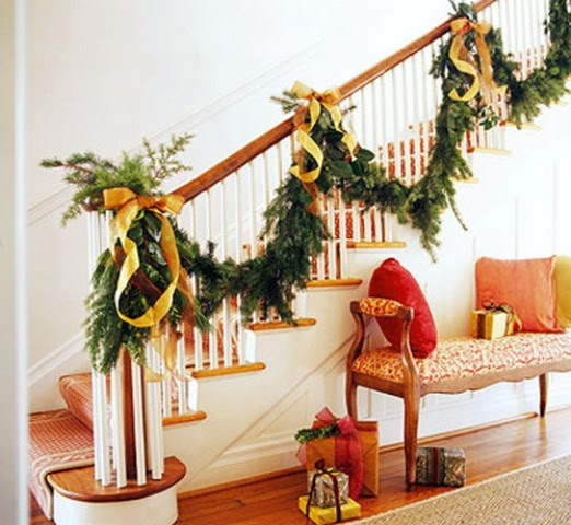 71 Awesome Christmas Stairs Decoration Ideas - 16 - Pelfind