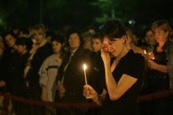 Акция «Свеча памяти». Фото с сайта rfi.fr