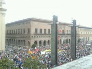 La manifestación abarrota la Plaza del Pilar de Zaragoza. Foto: Alvaro Castrillo