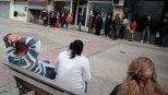 Varios parados en una oficina de empleo de la Comunidad de Madrid. REUTERS