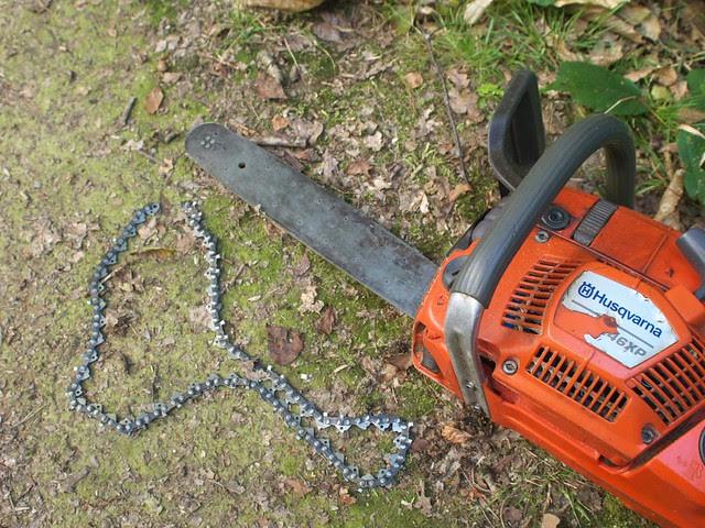 DSC_7242 broken chainsaw chain
