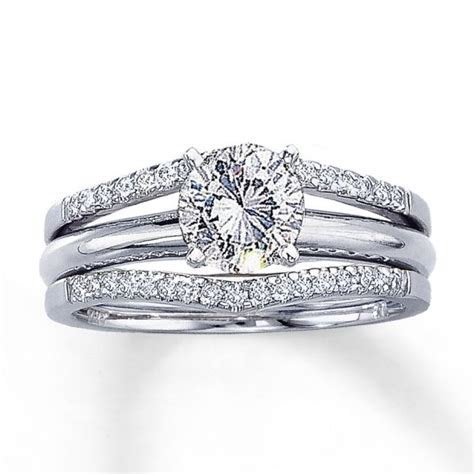 Wedding Band for Solitaire Engagement Ring