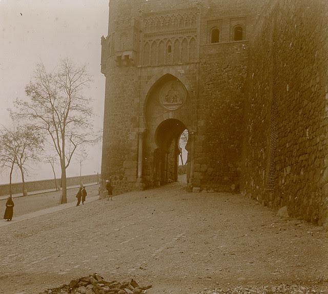 Puerta del Sol en 1913. Fotografía de Luis Calandre Ibáñez