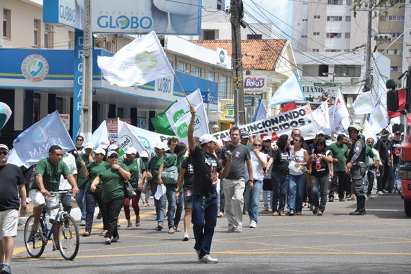 Manifestação ocorreu também na avenida Hermes da Fonseca, onde foi realizada uma caminhada