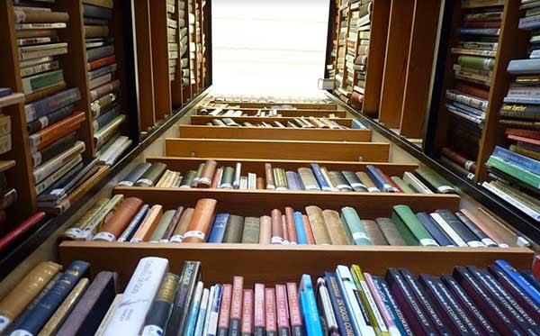 Resultado de imagen para libros en bibliotecas