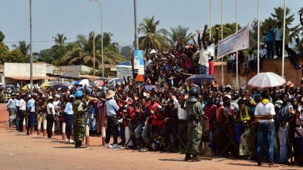 Thousands of people gather on the street to wait for the arrival of Pope Francis in Bangui