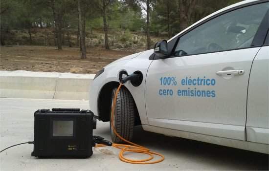 Sistema portátil permite recarregar carro elétrico em qualquer tomada