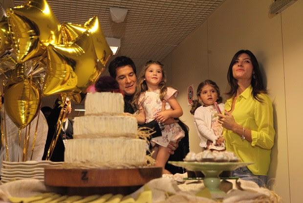 Festa do príncipe! Ao lado da família, Daniel curte surpresa com família (Foto: Isabella Pinheiro / TV Globo)